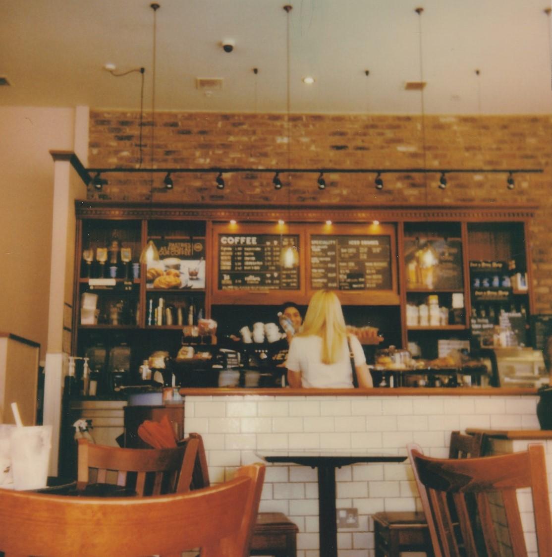 Der Platz bei der schönsten Frau im Café